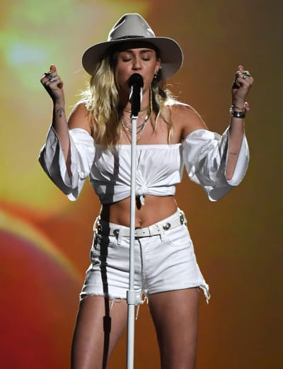 Miley Cyrus Billboard Music Awards Performance