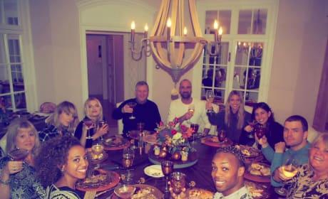Taylor Swift Twerks HARD in Hilarious Thanksgiving Video