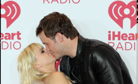 Chris Pratt Kisses Anna Faris