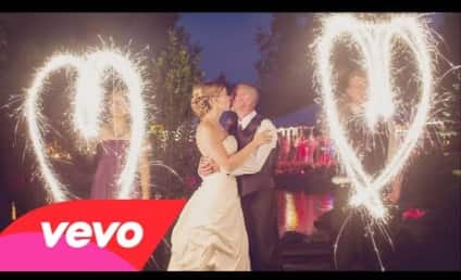 """Kelly Clarkson Plays Wedding Singer in Video for """"Tie It Up"""""""
