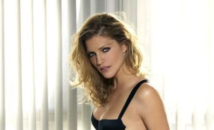 Tricia Helfer Hides Nipple, Looks Beautiful