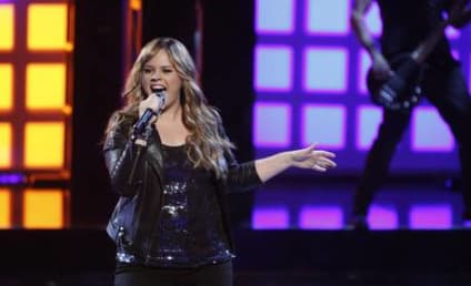 """Blake Shelton Sticks Up for Holly Tucker, Blasts Critic as """"Chicken """"S--t"""""""