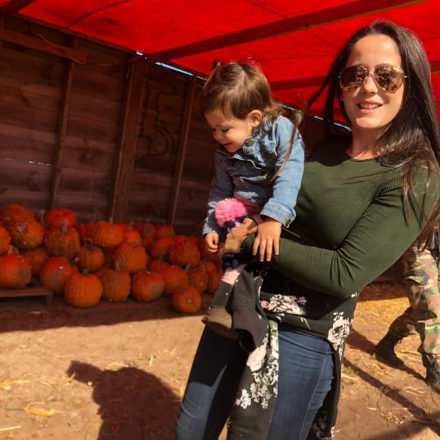 Jenelle evans struggles to hold ensley
