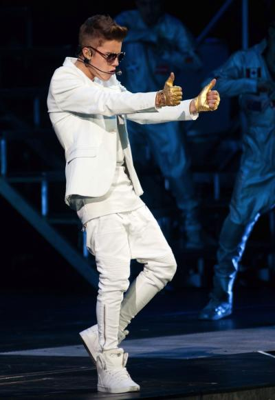 Justin Bieber: Thumbs Up!
