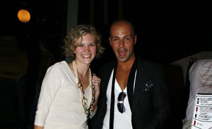 Joey Lawrence & Chandie Yawn-Nelson: Expecting!