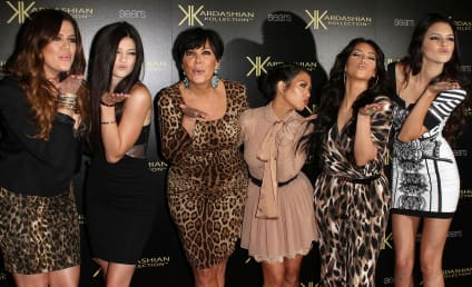22 Eye-Katching Kardashian Red Karpet Piks: Who Looks Best?