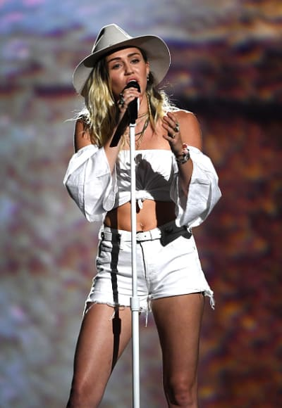 Miley Cyrus Performs at Billboard Music Awards