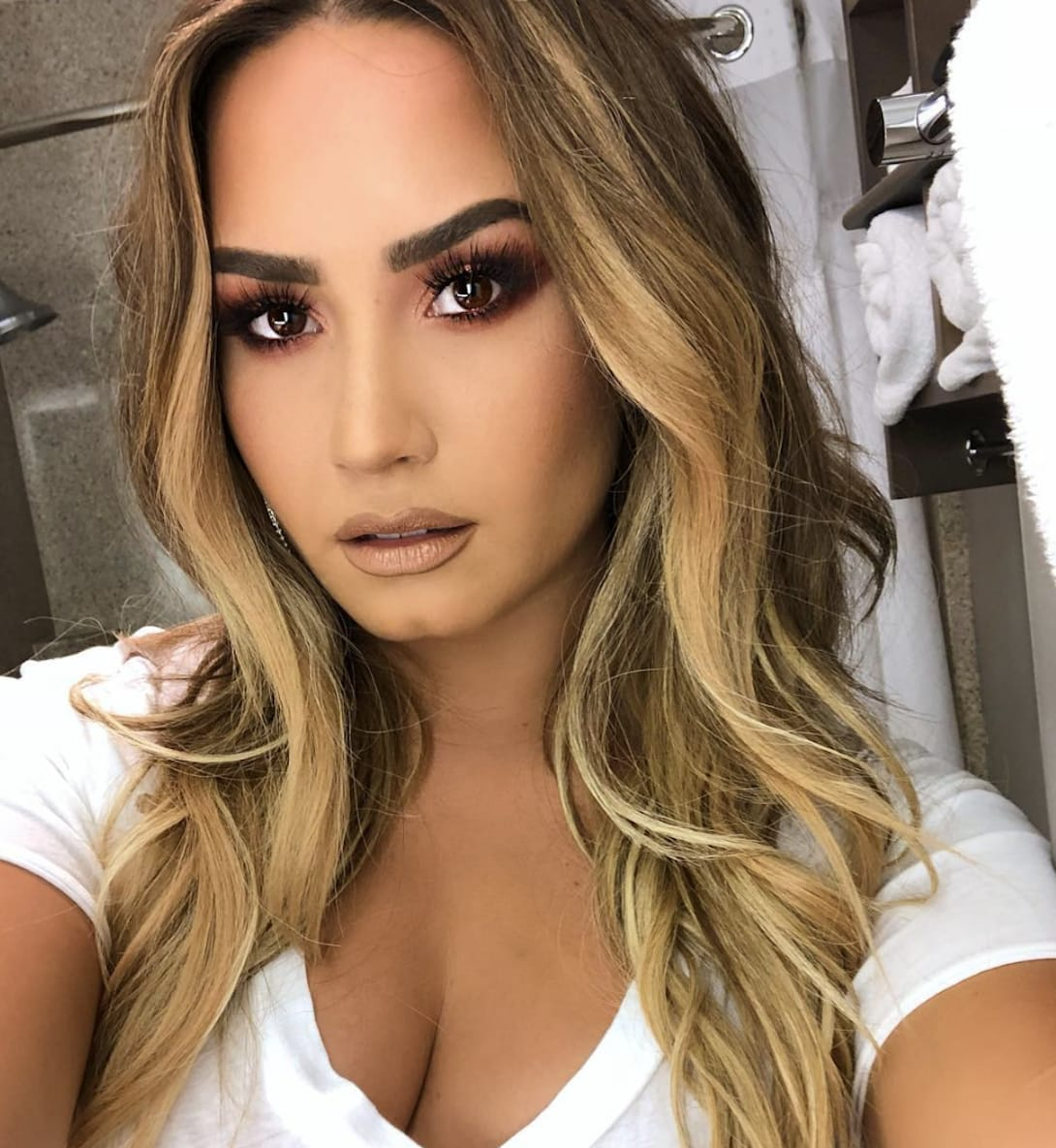 demi-lovato-with-a-selfie