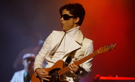 Prince Performs At The 2007 NCLR ALMA Awards