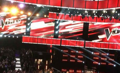Blake Shelton & Gwen Stefani: PDA on The Voice Set!