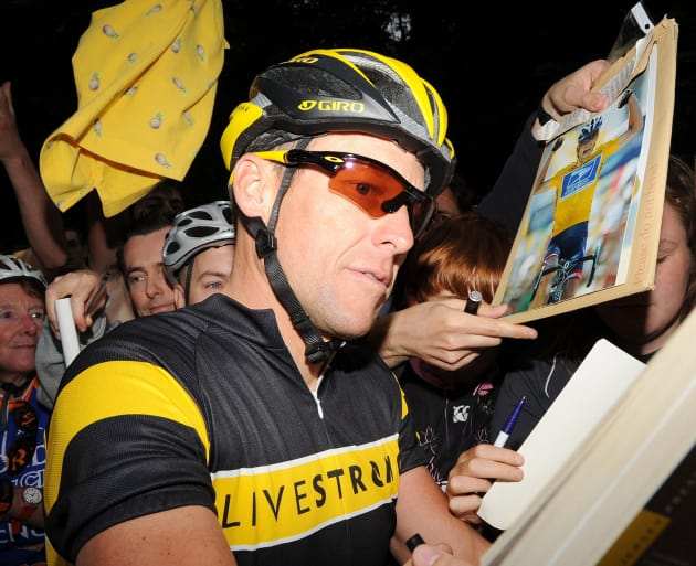 Lance Armstrong Signs