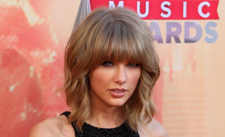 Taylor Swift at iHeartRadio Music Awards