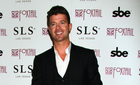 Robin Thicke Red Carpet Photo