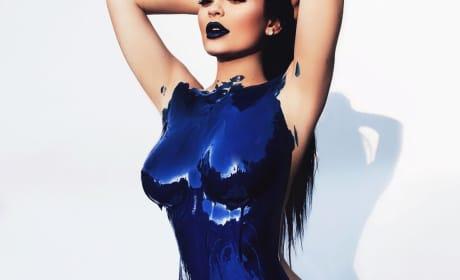 Kylie Jenner: Blue Paint Nude!