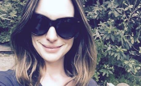 Anne Hathaway Selfie