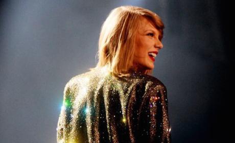 Taylor Swift Sparkles