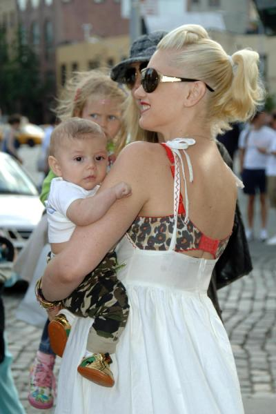Gwen And Kingston Enjoy The Day