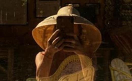 Lisa Rinna Window Selfie Header