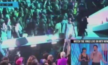 Chris Brown and Rihanna KISS at VMAs!
