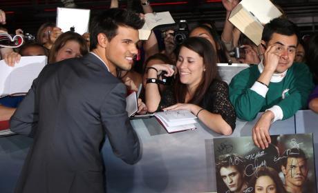 A Smiling Taylor Lautner