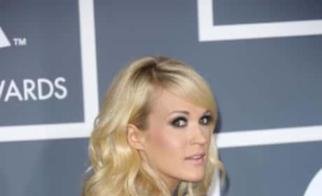 Carrie Underwood Grammy Pose
