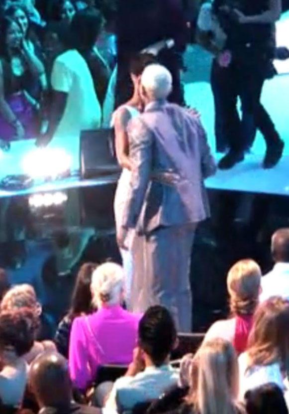 Rihanna and Chris Kiss
