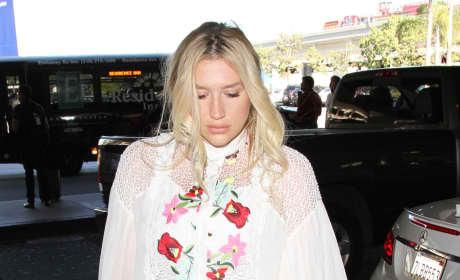 Kesha Catches a Flight Out of LA