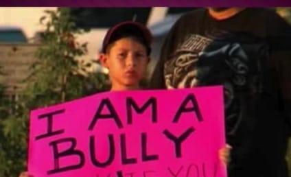 """Father Forces Son to Hold Pink """"I am a Bully"""" Sign on Texas Highway"""