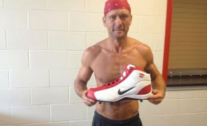 Tim McGraw: Shirtless, RIPPED on Twitter!
