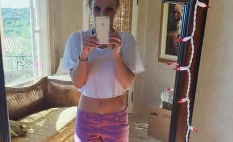 Britney Spears Midriff Photo