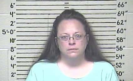 Kim Davis Goes to Jail, Stars Go to Town on Twitter