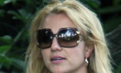 Sober, Normal-Looking Britney Goes Shopping