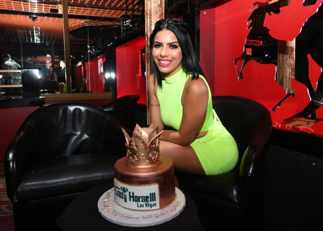 Larissa lima and birthday cake