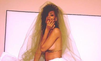 Rihanna: Topless on Twitter!