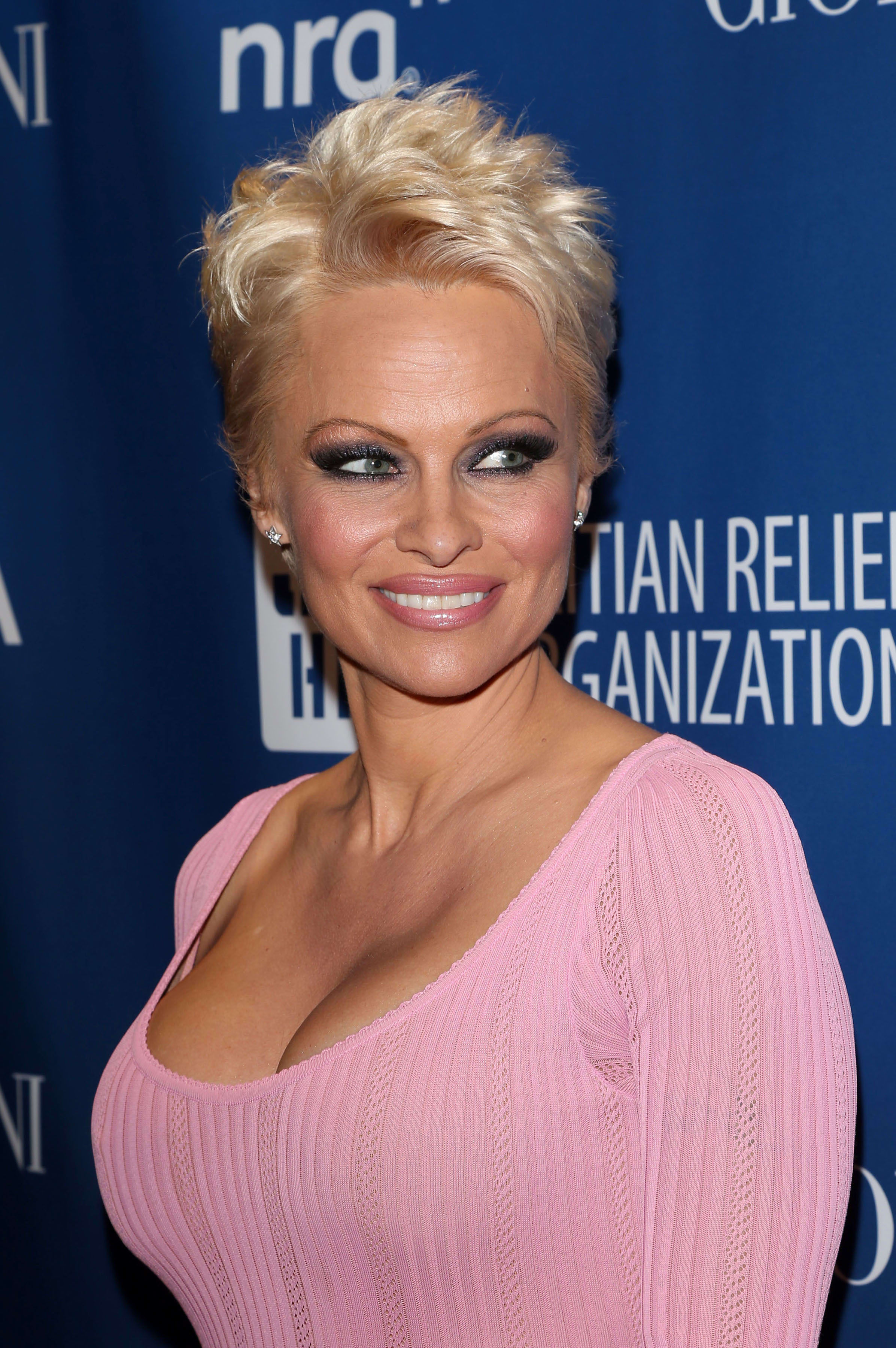 Pam Anderson With Short Hair The Hollywood Gossip