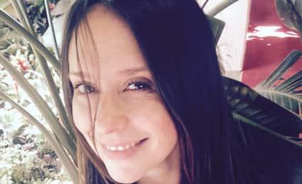 Jennifer Love Hewitt Lactates Through Shirt, Shares Mommy Moment on Twitter