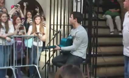 Nick Jonas, NYC Fans Cover One Direction [Video]