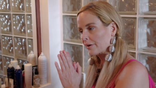 Stephanie Davison doesn't want to spend rest of vacation alone