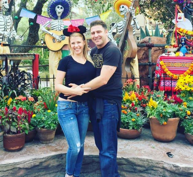 Jodie Sweetin Justin Hodak Disneyland Pic The Hollywood Gossip