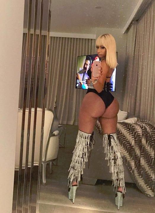 Nicki Minaj Epic Mirror Belfie