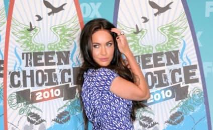 Teen Choice Awards Fashion Face-Off: Megan Fox vs. Kristen Bell