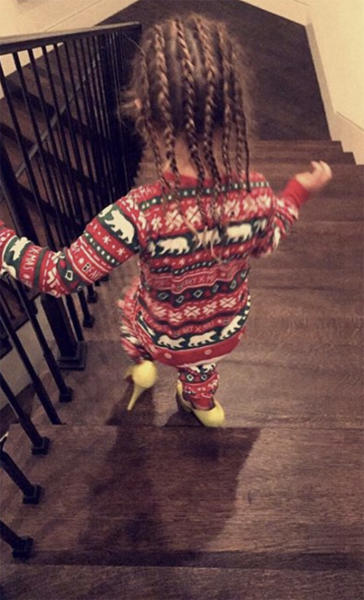 Penelope Disick Kardashian Walking on the Stairs in Heels Photo