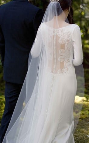 Behind Bella\'s Wedding Gown - The Hollywood Gossip