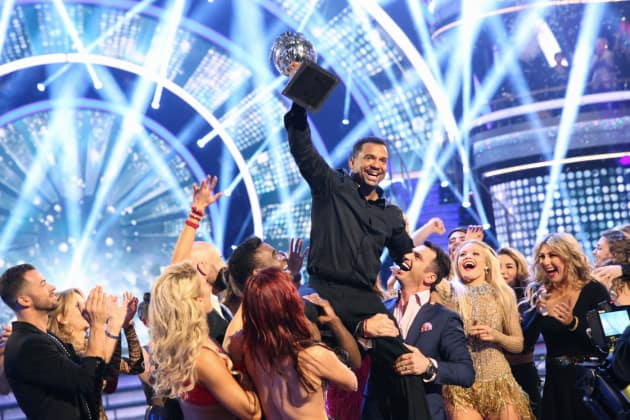 Alfonso ribeiro reacts to dancing with the stars victory for 1234 get on the dance floor actress name