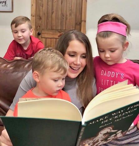 Anna Duggar reads
