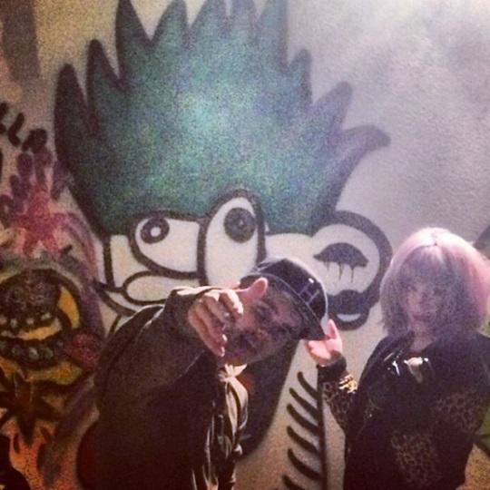 Kelly Osbourne and Justin Bieber Do Graffiti
