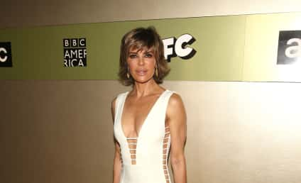 """Lisa Rinna: I """"F-cking Own"""" This 53-Year Old Body!"""