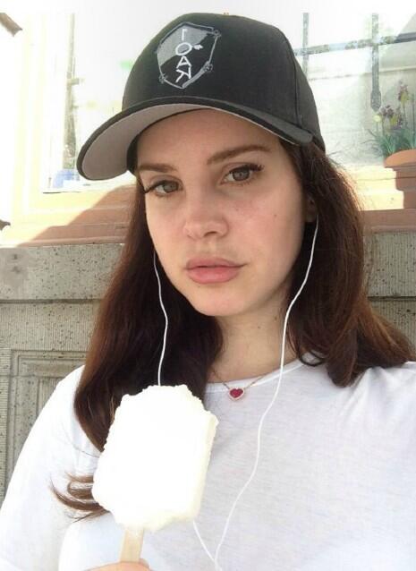 Lana Del Rey No Makeup Photo
