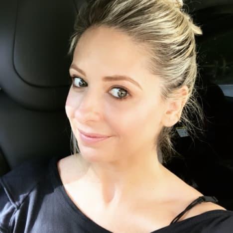 Sarah Michelle Gellar Car Selfie