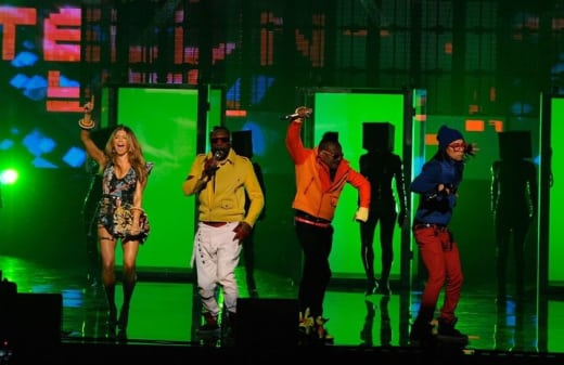 The Peas Perform
